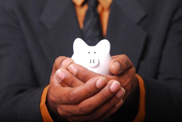 """7 דרכים """"לבזבז"""" בחוכמה את הכסף שמקבלים מהחזר מס מהמדינה"""